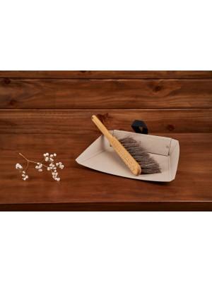 iris hantverk cepillo de madera y recogedor