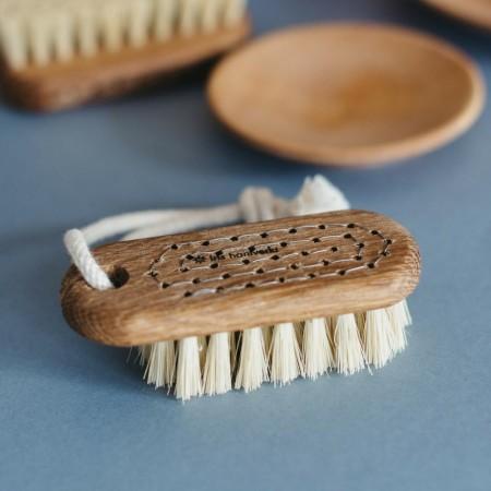 IRIS HANTVERK: Cepillo para uñas LOVISA